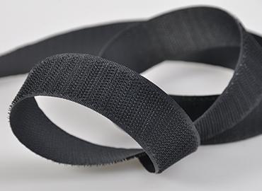細鉤(軟鉤)黏扣帶、蘑菇頭黏扣帶、不起毛黏扣帶、高週波黏扣帶、褙膠自黏黏扣帶、阻燃黏扣帶。