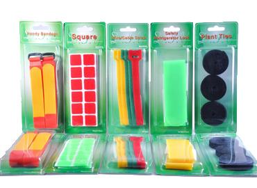 フックアンドループコンシューマーパック - ロゴが印刷されたカスタムデザインのパッケージ。