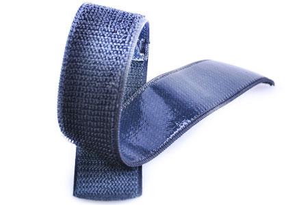 Với mặt sau bằng silicon để làm cho dây đeo chống trượt.