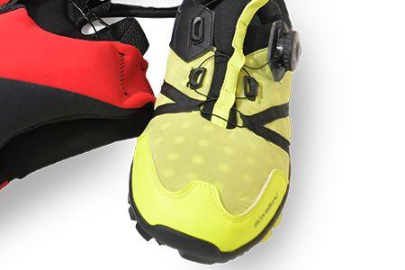 熱可塑性發泡材做出的鞋子。