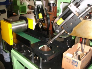Oil Seal Trimming & Inspection Machine - .