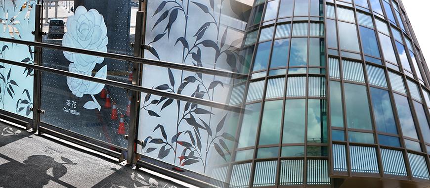 1.Partition завісу Скло: термодрук, ізолюючий шар УФ або самоочищення шар, логотип і т.д. 2.Household скло, Ванна кімната Скло: друк наземну живопис, графічне оформлення, смуги лінії, текст і логотип і т.д. 3.Fine Art Glass , Декоративне скло для інтер'єру: друк наземного живопису, графічне оздоблення, смугаста лінія, каліграфія художнього написання тощо.