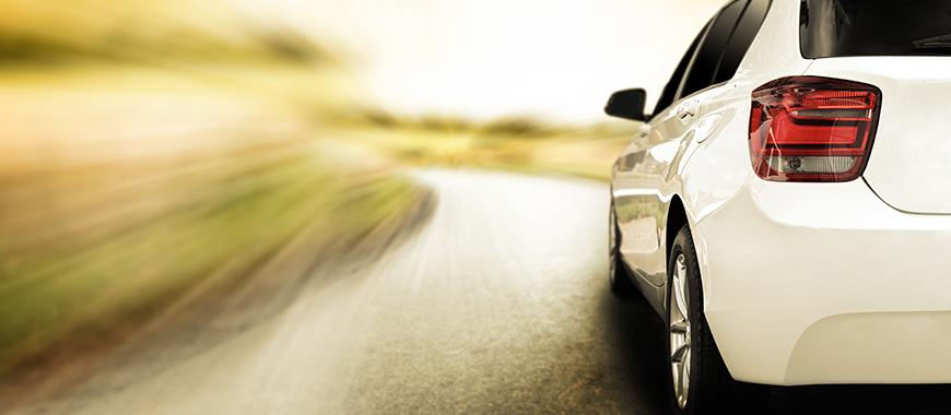 กระจกบังลมหน้ารถยนต์ : พิมพ์กรอบสีดำ กระจกบังลมด้านหลังรถยนต์ : พิมพ์กรอบสีดำ กันความร้อนและแถบบัส สามเหลี่ยมด้านยานยนต์ กระจกหน้าต่างด้านข้าง : พิมพ์กรอบสีดำและโลโก้ กระจกสกายไลท์รถยนต์แบบพาโนรามา : พิมพ์กรอบสีดำ