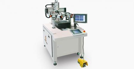 מדפסת מסך רישום ממרכז CCD עבור עדשת כיסוי לטלפון חכם - מצלמת CCD משומשת לזיהוי מתאר של לוח זכוכית ללא סימן רישום לרישום, דיוק הרישום משיג ± 5 מיקרומטר לביצוע דיוק הדפסה מרוכז.