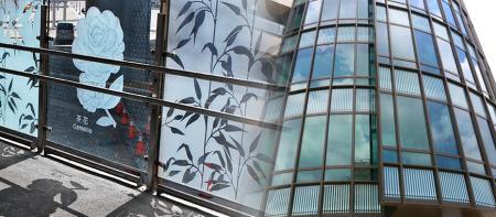 Arkitektonisk glasskärmskrivare - 1.Partition Curtain Glass: utskrift av termiskt, UV-isoleringsskikt eller självrengörande lager, logotyp etc       2.Hushållsglas, badrumsglas: utskrift av markmålning, grafisk dekoration, ränder, text och logotyp etc.       3.Fine Art Glass , Inredningsglas: tryckmaleri, grafisk dekoration, ränder, konstskrivande kalligrafi etc.