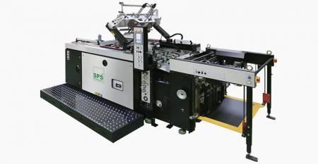 SPS helautomatisk STOPP-skärmtrycksmaskin (max. Ark 550X750mm, lutande skärmlyft, primeline lyxklass) - SPS VTS XP57 / p Helautomatisk STOPP Cylinder Screen Printing Machine (tilt-screen lift type, primeline luxury class), kopplad till matare