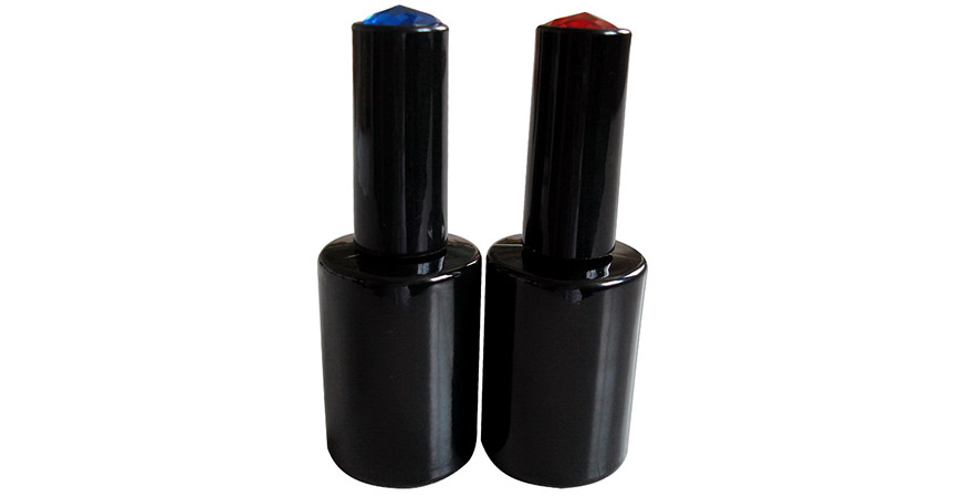GH04 649BB: 15ml Black Cylindrical Glass Bottle with Gem Cap on top