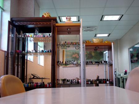 Salle d'exposition de bouteilles de vernis à ongles