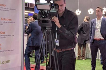 Wawancara wartawan di Data & Cloud EXPO Brussel