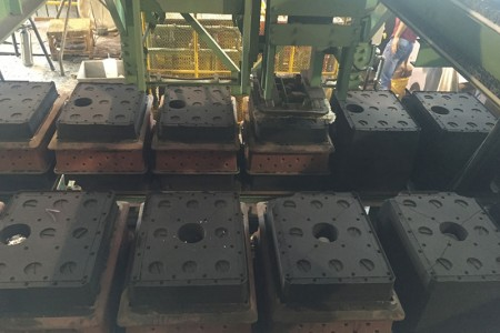 Automatic mold preparation with different designs of parts.