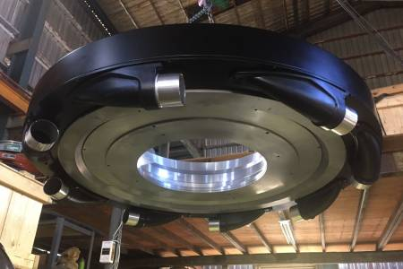 Proudění vzduchu je plynulejší díky vířivým vstupům a speciální konstrukci komory.