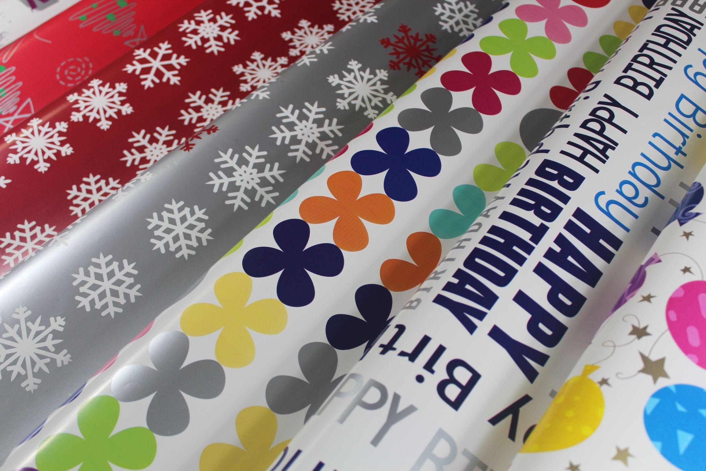 80 Gramm Kunst-Geschenkpapier bedruckt mit alltäglichen Motiven zum Verpacken von Geschenken für alle Gelegenheiten.