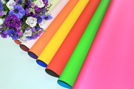 PP syntetyczny z kolorowym nadrukiem do pakowania kwiatów i pakowania prezentów (opakowanie perłowe) - Kolorowy drukowany perłowy kwiat i pakowanie prezentów w rolce i arkuszu