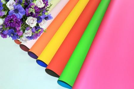 PP sintético com embalagem de flores impressas em cores e embalagem para presentes (embalagem de pérolas) - Flor perolizada impressa em cores e embrulho para presente em rolo e folha