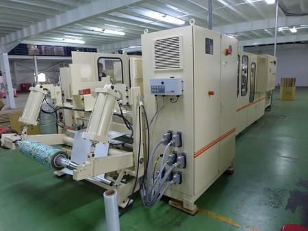 Повністю автоматична перетворювальна машина для виготовлення невеликого рулону пакувального паперу для подарунків.