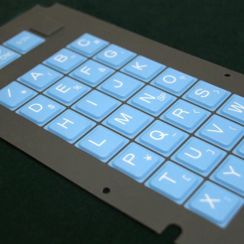 Superposición antirrayas con botones en relieve.