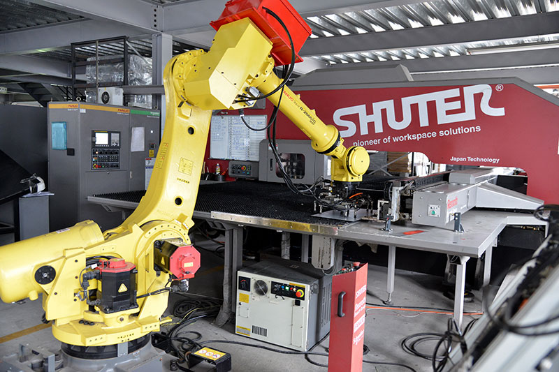 SHUTER employs cutting-edge equipment like our automatic punching machines.