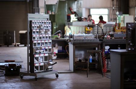 산업용 보관을위한 ABS 서랍이있는 모바일 스탠드.