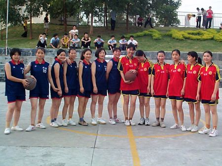AHOKU东莞厂的女子篮球队。