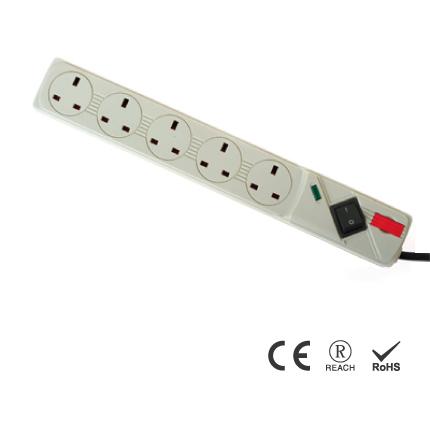 Vương quốc Anh 5 ổ cắm Cáp mở rộng chống sét 13A / 240V AC Dải nguồn - 13A Ổ cắm được bảo vệ chống sét lan truyền