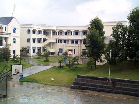 公司为来自中国内陆地区同仁所准备有3栋员工宿舍可容纳2000名员工。