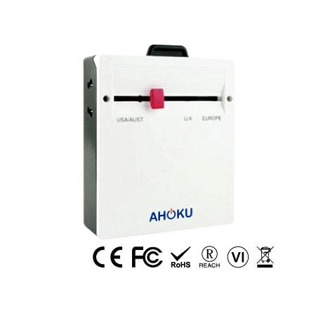 Тонкий универсальный дорожный адаптер с четырехпортовым зарядным устройством USB - Тонкий универсальный адаптер для путешествий на передней панели