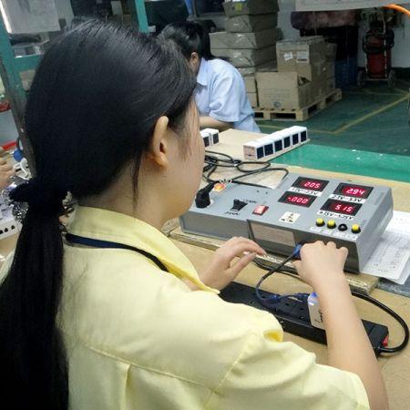 FQC人员在产品还没包装前进行的出厂前质量检验,已确保产品出货到客户手上是客户满意。