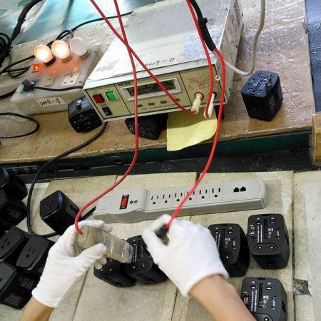 万国旅行用插头及旅行用变压转换器需通过3000V绝缘高压测试。