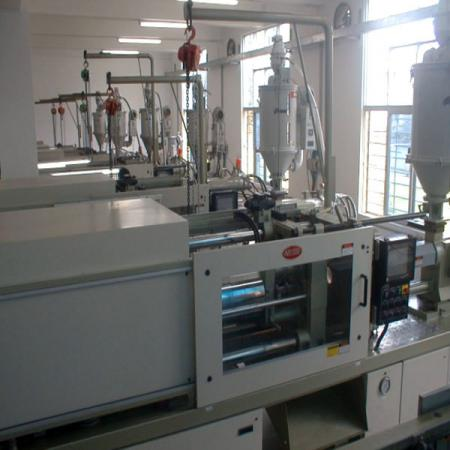 Different tonnage plastic injection machines meet with variety requirement