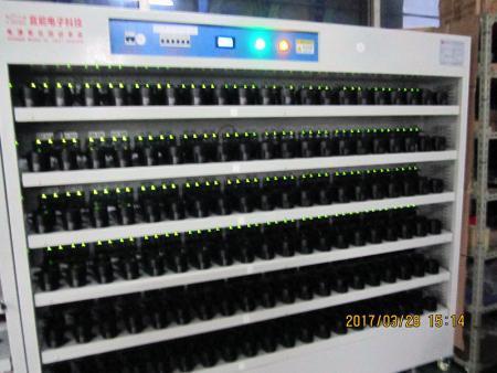 このデバイスは、USB電圧、定格電流、電力効率、および経年劣化を自動的にスマートにテストし、100%の商品に問題がないことを確認できます。
