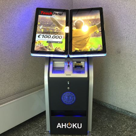 协同客户研发特殊产品 - 博弈触控萤幕及周边声光装置