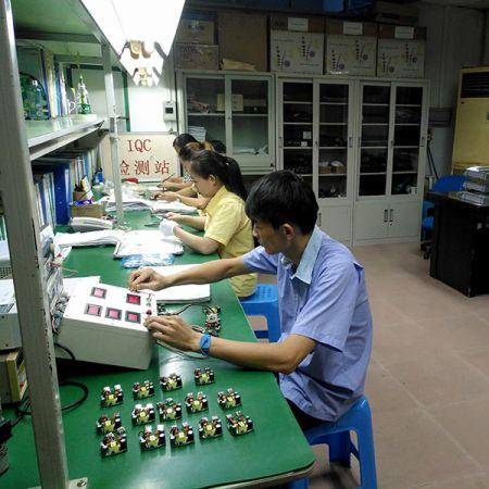 AHOKU的研发工程团队与供应商设计USB PCBA 半成品模组,除供应商100%检测,IQC人员也对此半成品模组进料时也再次检测。
