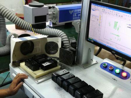 鐳雕設備配合有專業生產工程設計,生產線更容易掌控生產速度。