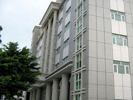 AHOKU东莞厂行政管理办公大楼于2009年落成,总面积有26,000平方米。