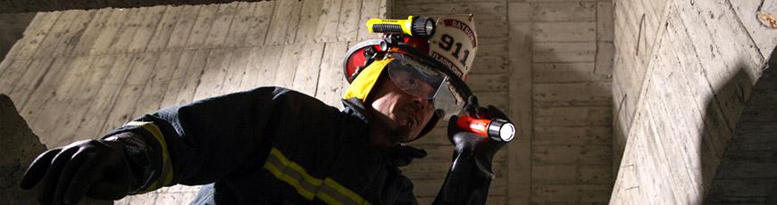 Resistente, brilhante e compacto. Lanternas ideais para bombeiro.