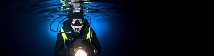Wasserdichte Taschenlampe für den Einsatz unter tiefem Wasser