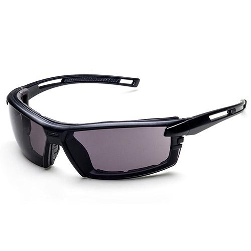 تضيف نظارات السلامة الإطار الخلفي مع الإسفنج