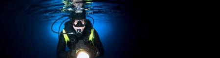 פנס צלילה - Waterproof Flashlight for use under Deep Water