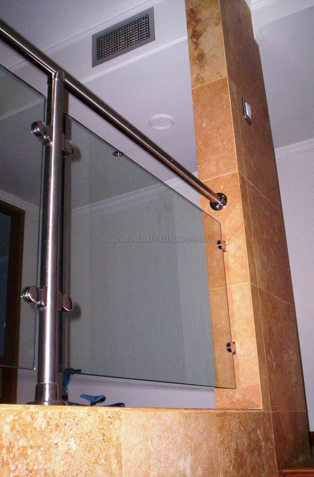 Handrail and Balusters Story สำหรับ El Universo Del