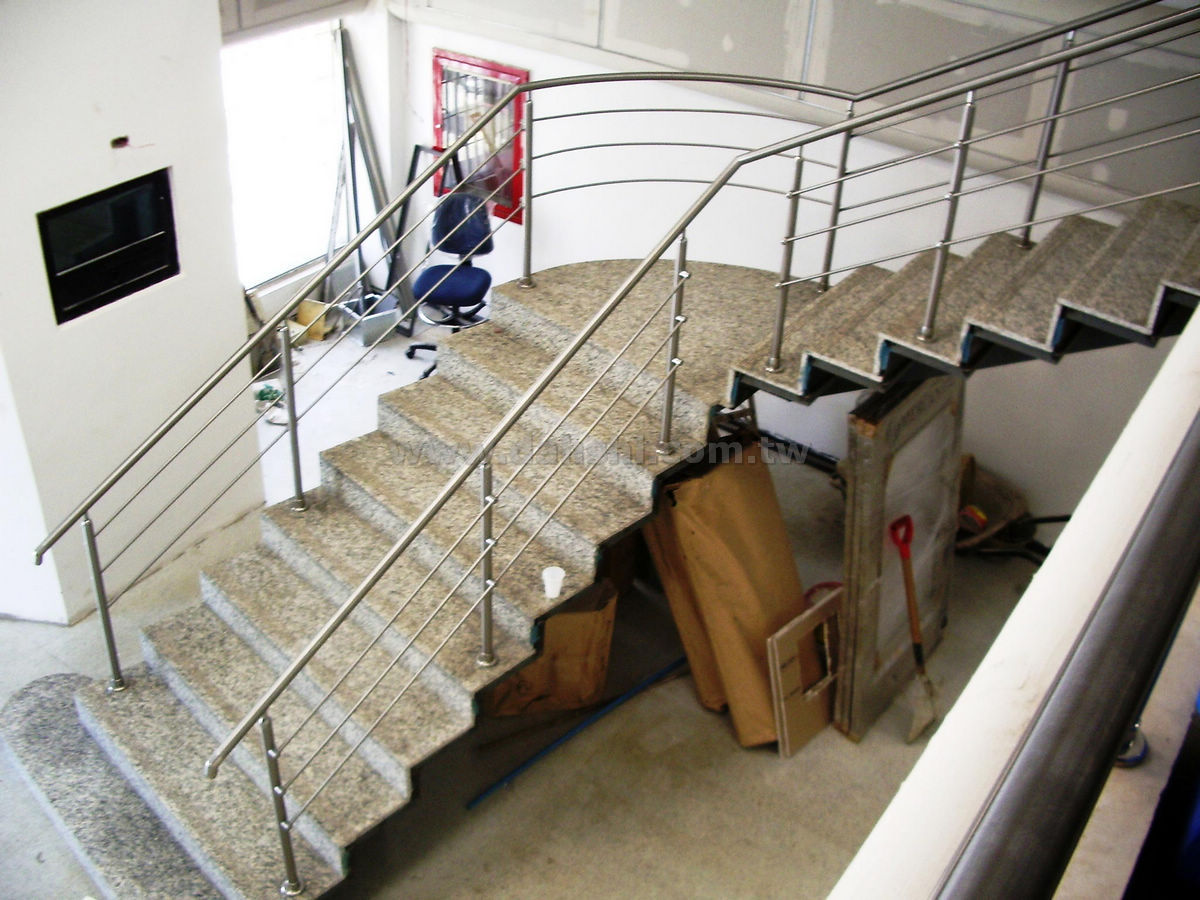Handrail and Balusters Story for Banco Mercantil