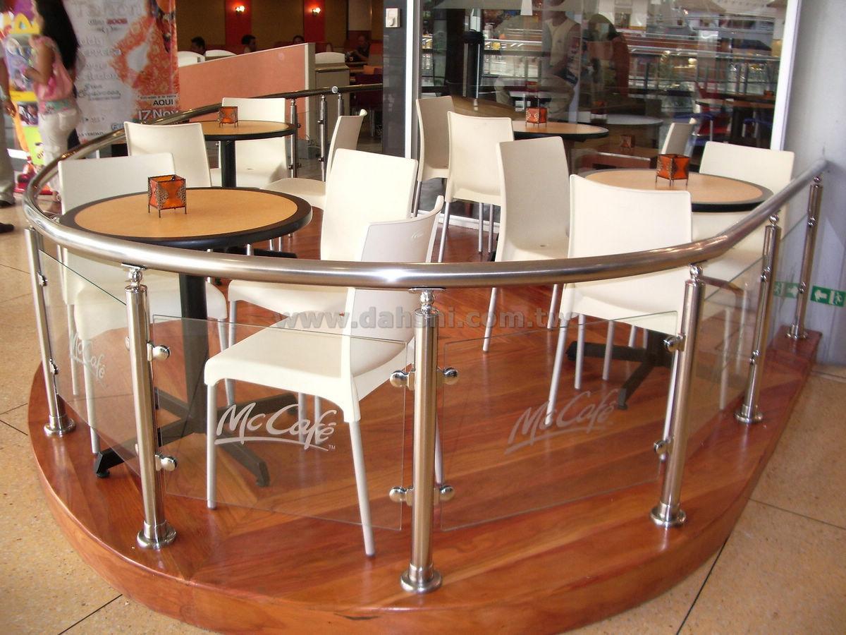 Scéal Ráille Láimhe agus Balusters do Mc Cafe