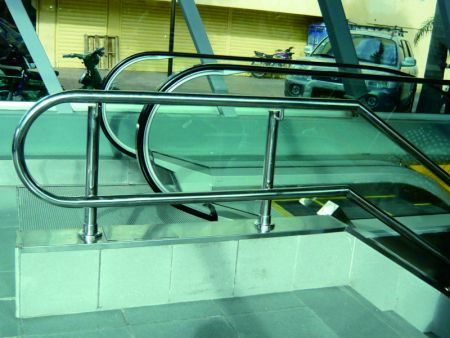 Stainless Steel Handrail Support in Metro Station Centro de los Heroes
