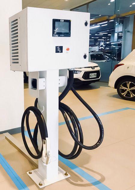 板橋江子翠充電站:型號 AEVQC2-30-U2 (立柱)