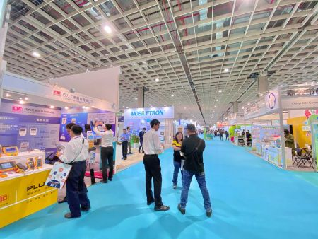 """Representatives of CIC (Challenge Industrial Co., Ltd.) and FLUKE, at work during the """"2019 Energy Taiwan"""" Exhibition"""