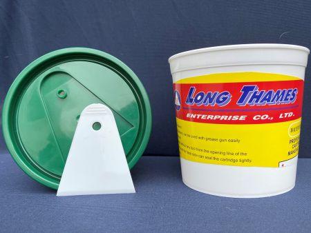 Barril de plástico con mango raspador - Volumen: 600 ml / 0,6 L, HDPE, crapper blanco, tapón verde, lata blanca