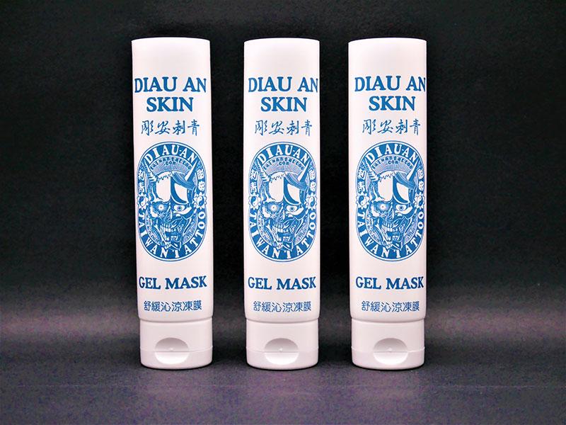 Beruhigende Gelschlauchverpackung für kosmetische Hautpflege mit orientierter Flip-Top-Kappe.