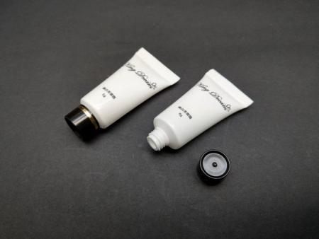 Small Screw Cap for 5ml anti-wrinkle cream