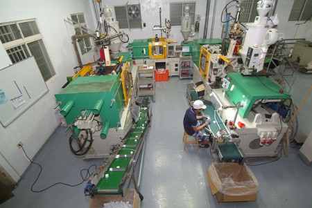 Cosmetic packaging cap injection machine.