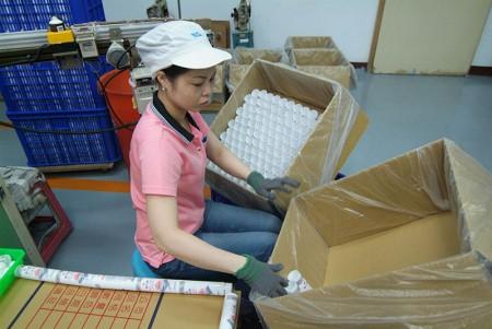Packaging tube cap assemble machine.