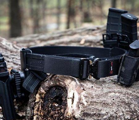 Accessoires textiles pour ceinture militaire.